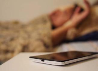 razones para no dormir con un movil al lado
